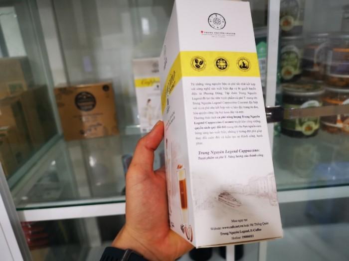 Mỗi hộp Cà phê hòa tan Cappuccino của Trung Nguyên có 12 gói vô cùng tiện lợi để bạn có thể pha cho mình một tách cappuccino vào bất kỳ lúc nào, bất kỳ nơi đâu.3