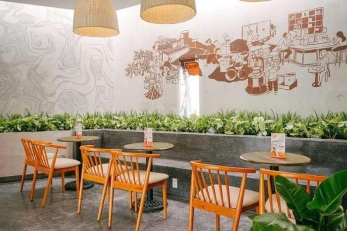 Những bộ bàn ghế được kết hợp từ gỗ và sắt sơn tĩnh điện độc và sang1