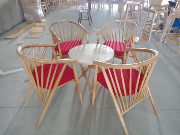Những bộ bàn ghế được kết hợp từ gỗ và sắt sơn tĩnh điện độc và sang2