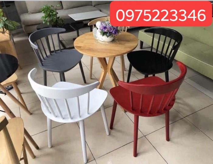 Những bộ bàn ghế được kết hợp từ gỗ và sắt sơn tĩnh điện độc và sang4