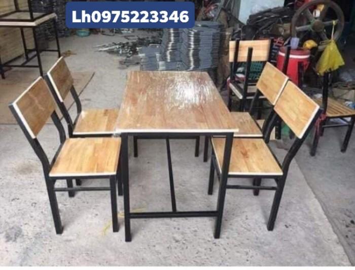 Cần thanh lý bàn ghế gỗ chân sắt giá rẻ..3