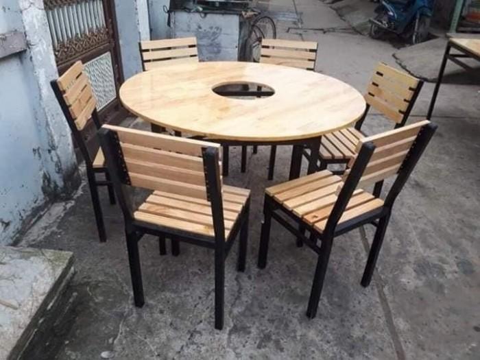 Cần thanh lý bàn ghế gỗ chân sắt giá rẻ..5