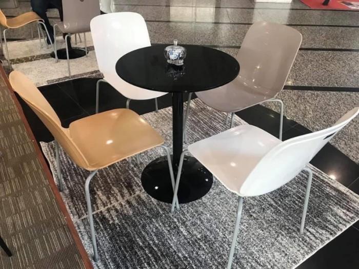Bàn ghế nhựa đúc  nhiều màu nhiều mẫu mã đa dạng giá tại xưởng2