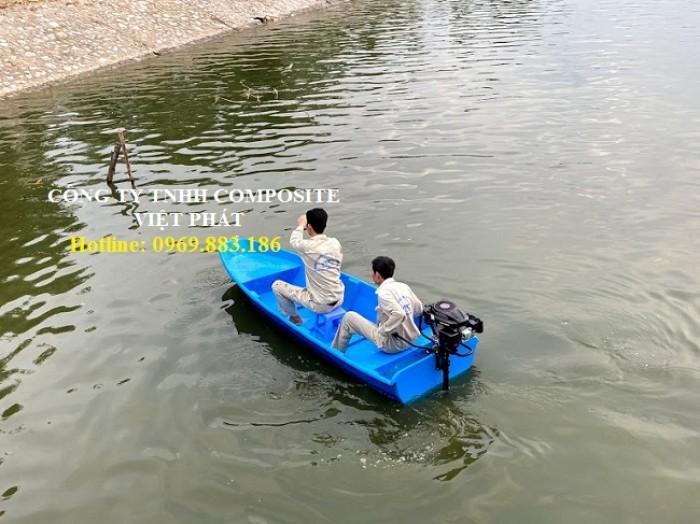 Thuyền nhựa : Lắp máy chạy tốc độ từ 15 - 40 km/h5