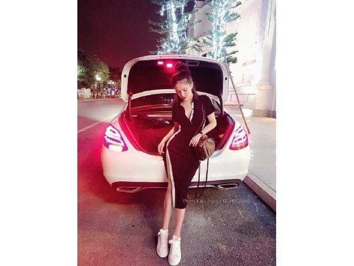Đầm váy nữ body đen viền trắng xẻ tà3