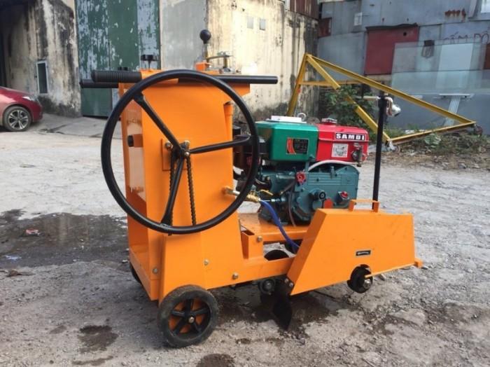 Máy cắt bê tông đầu nổ Diesel D8 giá rẻ,máy cắt bê tông chạy dầu ở đâu bán1