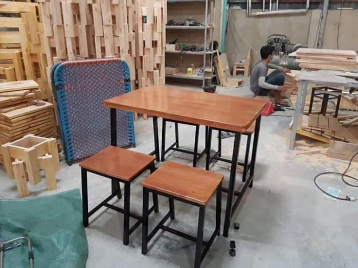 Thanh lý bàn ghế gỗ mầu mới cần bán gấp tại nơi sản xuất..2
