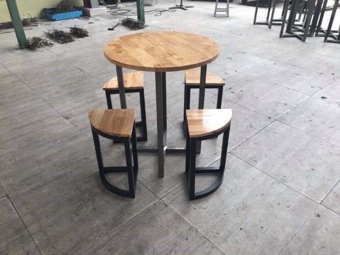 Thanh lý bàn ghế gỗ mầu mới cần bán gấp tại nơi sản xuất..3