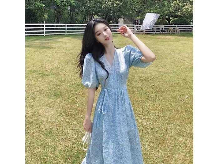 Đầm váy nữ maxi xòe hoa xanh tay phồng0