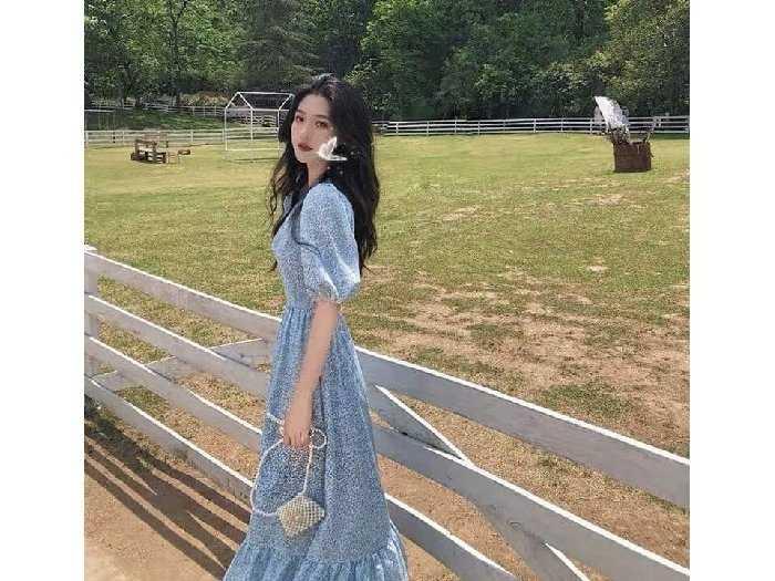 Đầm váy nữ maxi xòe hoa xanh tay phồng1