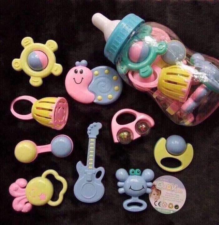 LỤC LẠC BÌNH SỮA ĐỒ CHƠI CHO BÉ: 130k/bộ  - Bình thiết kế có khe để dành tiền như kiểu bỏ heo - Âm thanh vui tai khi chơi đùa - Màu sắc đẹp mắt - Giúp bé nhận biết màu sắc; hình dạng; âm thanh - Phát triển giác quan của bé - Thiết kế dễ cầm nắm giúp trẻ chơi dễ dàng - Hình thù ngộ nghĩnh gây thích thú với trẻ - Chất liệu nhựa ABS tốt an toàn tuyệt đối cho trẻ - Gồm 09món đồ chơi đáng yêu2