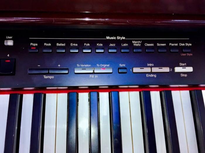 Piano roland kr-5753