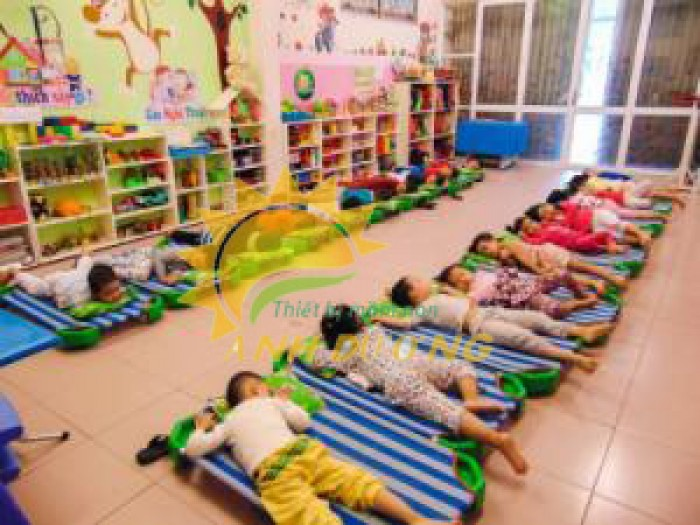Giường lưới mầm non dành cho các bé siêu tiện lợi tiết kiệm dt1
