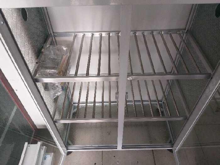 Tủ nhôm kính bếp có 2 màu2