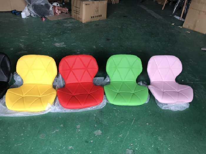 Ghế da tự giác chân gỗ giá rẻ1