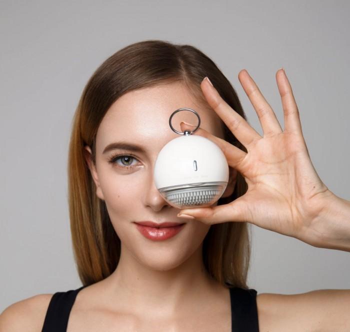 Máy làm sạch và Massage mặt Mipow Anillo Thông số kỹ thuật: - Sản phẩm: Sonic Facial Brush - Công suất: 2.2W - Điện áp định mức: DC 3.7V  - Thời gian hoạt động: 5 tuần (3 lần/ tuần) - Thời gian sạc: 5 giờ - Nguồn vào: DC 5V/1000mA - Kích thước: 7 x 7 x 6,65cm - Trọng lượng: ≈152g - Sản phẩm chính hãng Mipow (USA)6