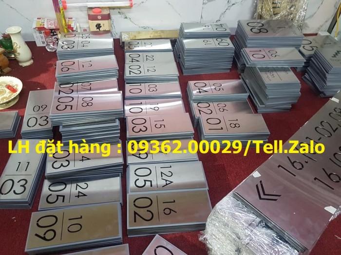 Kệ số mica để bàn uốn chữ L, biển số bàn mica sản xuất theo yêu cầu7