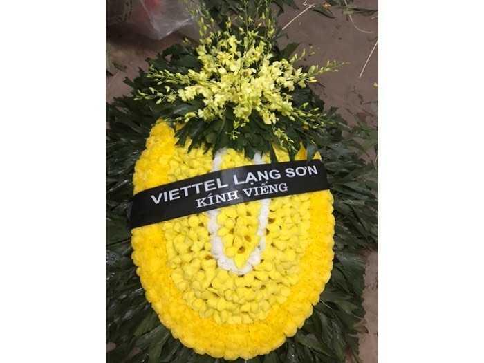 Đặt vòng hoa viếng lễ tang0