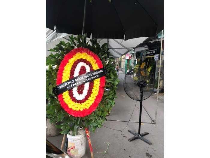 Đặt vòng hoa viếng lễ tang3