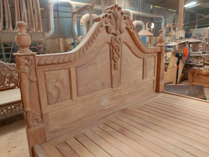 Giường ngủ hoàng gia sang trọng - gỗ gõ đỏ cao cấp tại quận 71