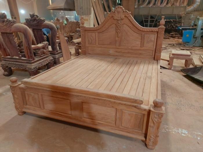 Giường ngủ hoàng gia sang trọng - gỗ gõ đỏ cao cấp tại quận 75
