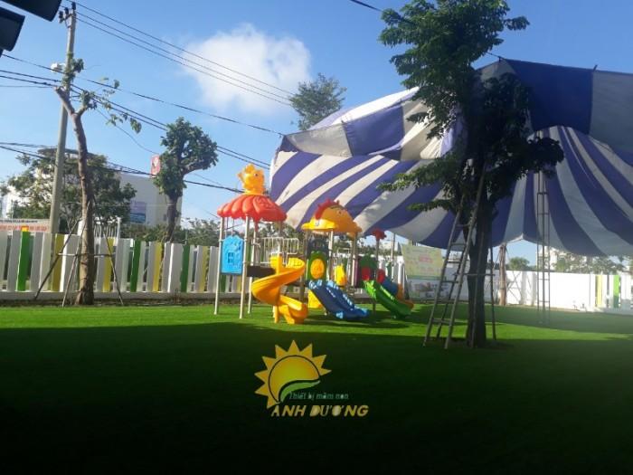 Chuyên cung cấp cỏ nhân tạo cho trường mầm non, công viên, khu vui chơi2