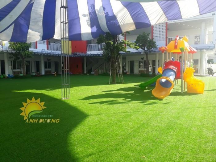 Chuyên cung cấp cỏ nhân tạo cho trường mầm non, công viên, khu vui chơi9