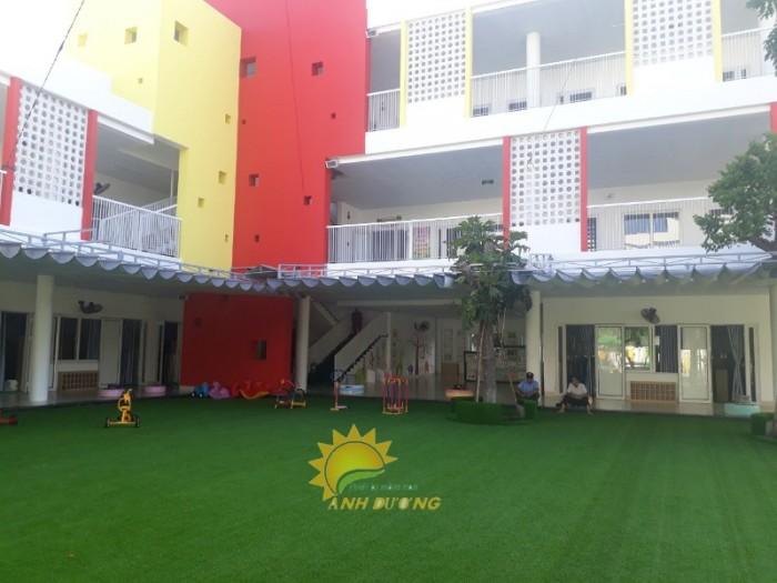 Chuyên cung cấp cỏ nhân tạo cho trường mầm non, công viên, khu vui chơi7