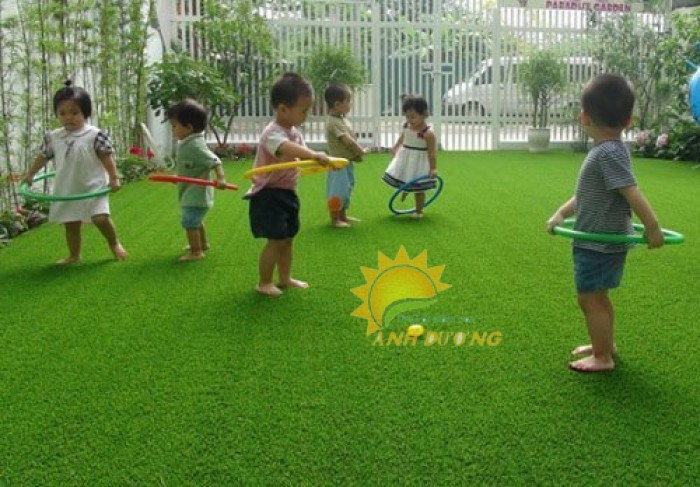 Chuyên cung cấp cỏ nhân tạo cho trường mầm non, công viên, khu vui chơi14