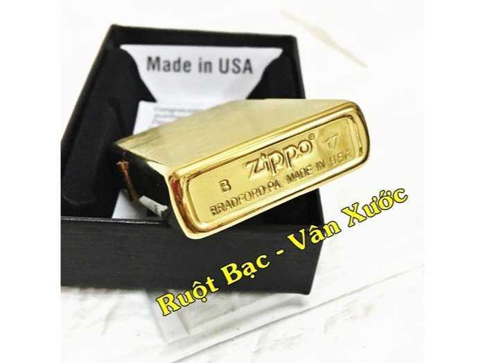 Bật lửa Zippo Mỹ vân xước - Ruột bạc, vàng2