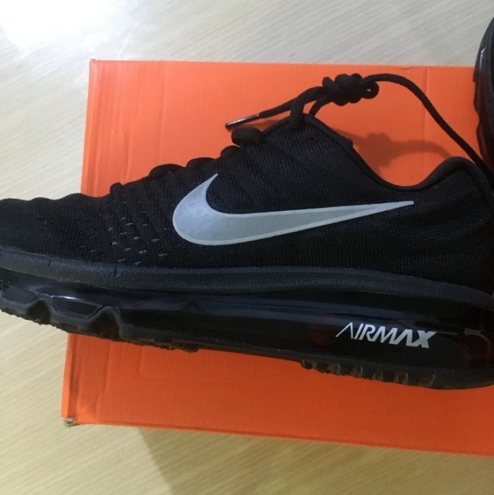 Giày Nike Air Max màu đen3