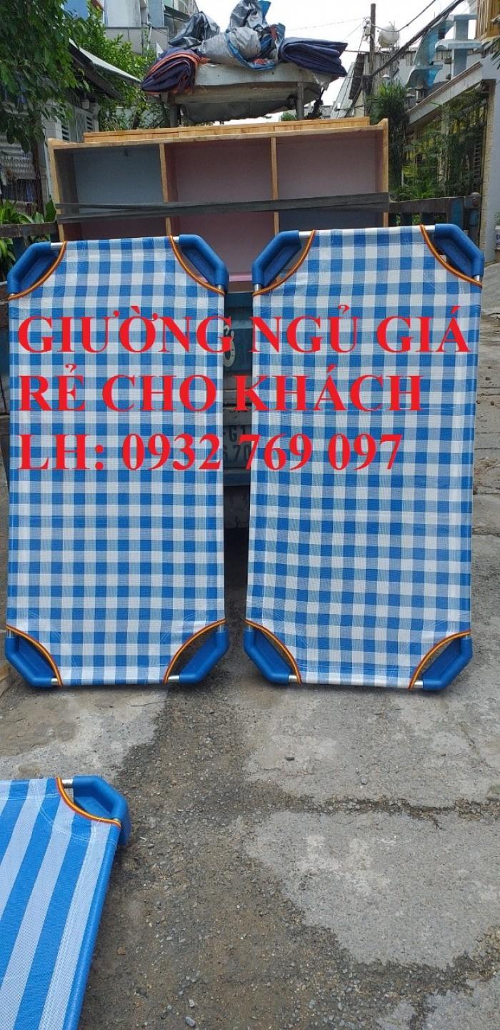 Giường mầm non được cty TBMN CHÂU ĐAI Á trực tiếp sản xuất và cung cấp toàn quốc Kích thước: 60x100x10cm                       60x120x10cm                        6-x130x10cm                        60x140x10cm Cty làm theo  kích thước đơn hàng khách đặt  Vật liệu: chân  nhựa, khung kẽm, cây cong innox, giường chịu trọng lực 70kg Quý khách có nhu cầu tìm hiểu thì liên hệ: 0932 769 097 (Mr Hoà) để được giải đáp