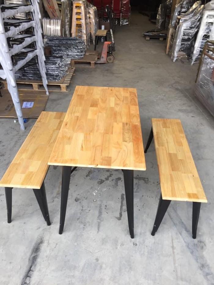 Bàn gỗ chân sắt giá bán tại xưởng0