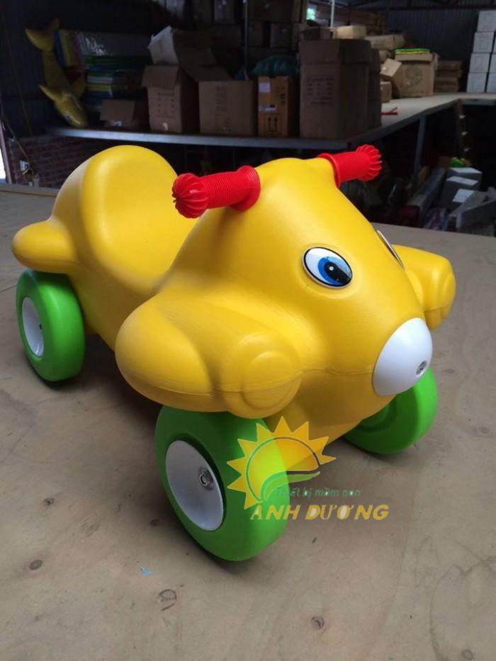 Chuyên đồ chơi xe chòi chân 4 bánh cho trẻ em mầm non4