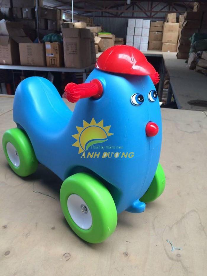 Chuyên đồ chơi xe chòi chân 4 bánh cho trẻ em mầm non2
