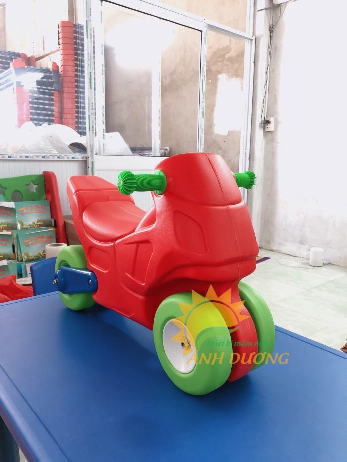 Chuyên đồ chơi xe chòi chân 4 bánh cho trẻ em mầm non5