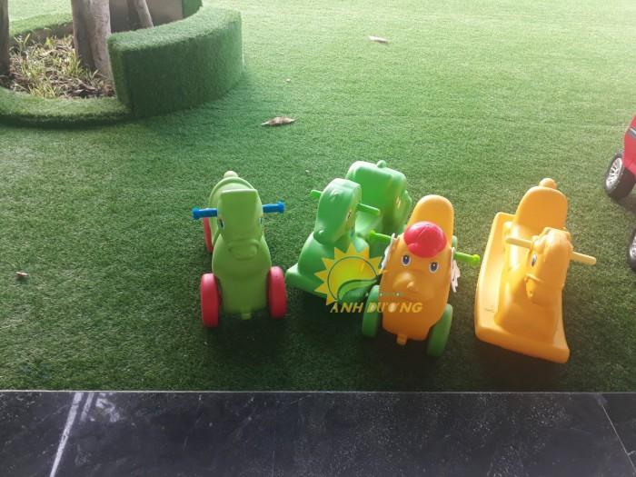 Chuyên đồ chơi xe chòi chân 4 bánh cho trẻ em mầm non11