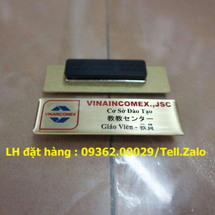 Bảng tên, thẻ tên nhân viên cài ngực – Thẻ mica in logo phủ nhũ -Xưởng chuyên4
