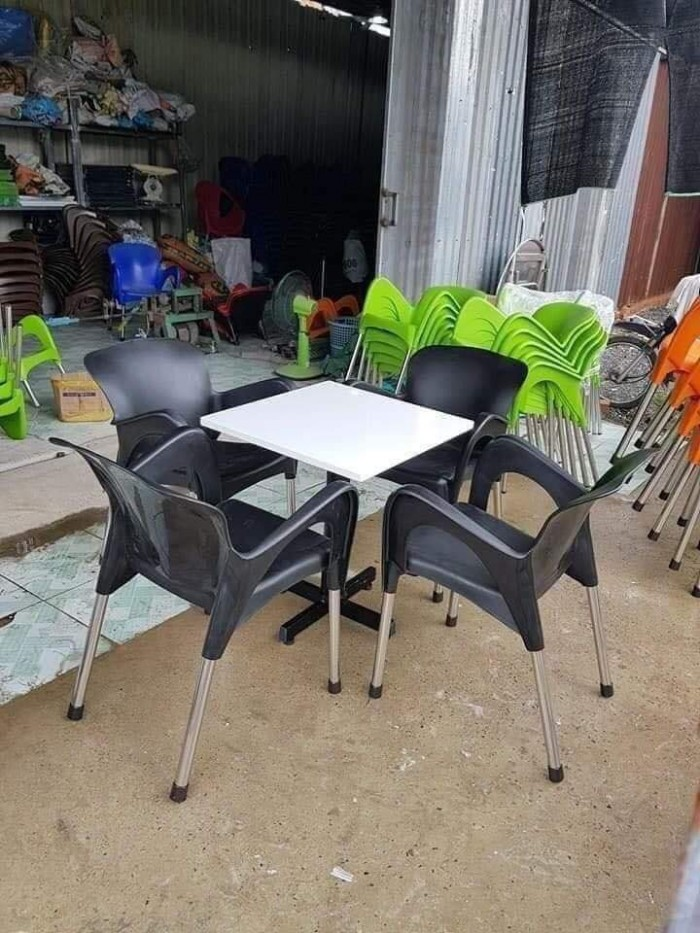 Cần thanh lý bàn ghế như hình giá rẻ hàng xuất khẩu nha,hàng bao đẹp..5