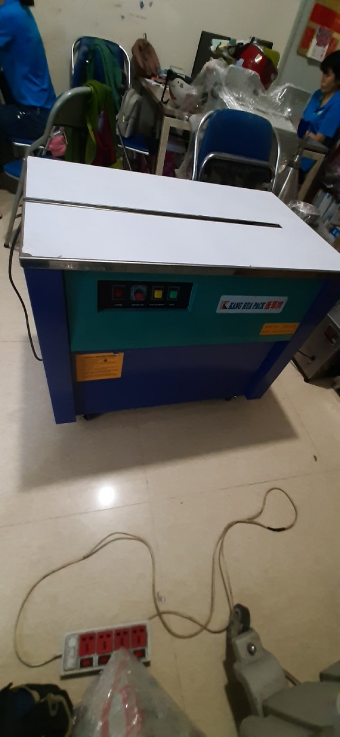 Máy đóng đai thùng carton bán tự động hàng Trung Quốc0