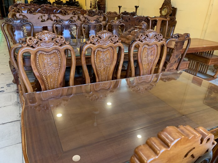 Bộ bàn ăn 6 ghế gỗ tự nhiên được ưa chuộng nhất tại Sài Gòn3