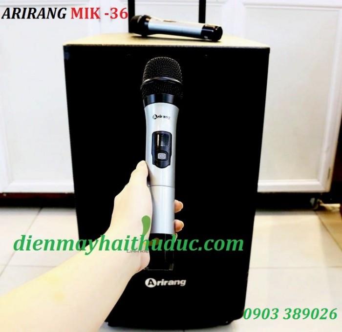 Loa kéo Arirang MIK-36 2 Micro UHF không dây thu phát sóng mạnh, bộ lọc âm tốt giúp tái tạo giọng hát trung thực.