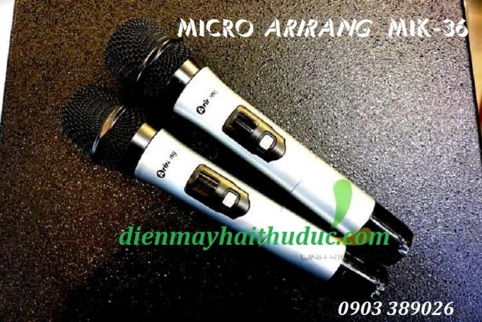 Loa kéo Arirang MIK-36 Phụ kiện kèm theo: + Bộ Micro bao gồm 02 Micro không dây UHF, túi bảo quản. + USB đã chép dữ liệu bài hát Midi Karaoke (12.200 bài). + Điều khiển từ xa. + Dây nguồn AC. + Sách hướng dẫn sử dụng.