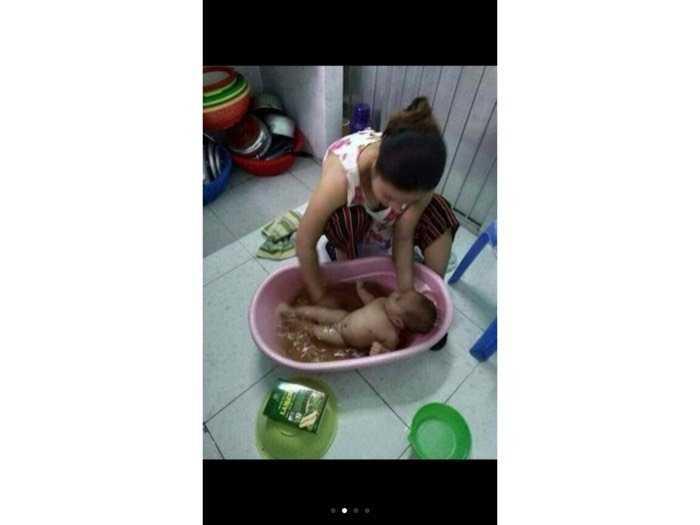 Sản phẩm muối hầm dùng tắm cho chết em khỏi bị mẩn ngứa  và hăm  sữa của sản phẩm lần chi0