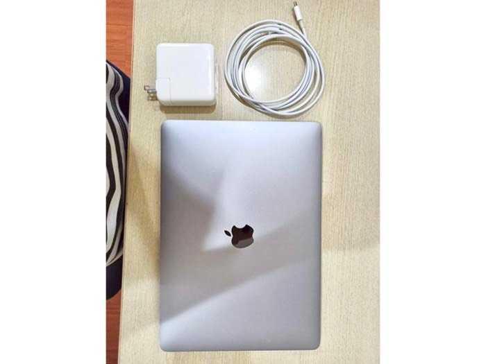 Cần bán macbook pro bản ssd 512g nguyên zin0