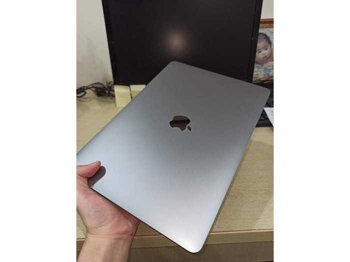Cần bán macbook pro bản ssd 512g nguyên zin1