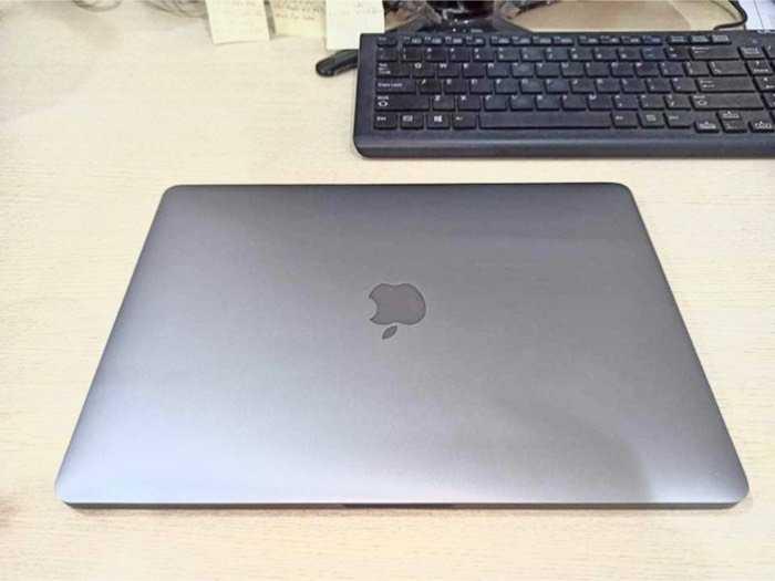 Cần bán macbook pro bản ssd 512g nguyên zin2