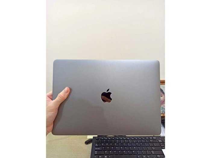 Cần bán macbook pro bản ssd 512g nguyên zin3