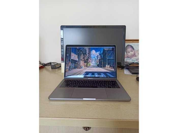 Cần bán macbook pro bản ssd 512g nguyên zin4