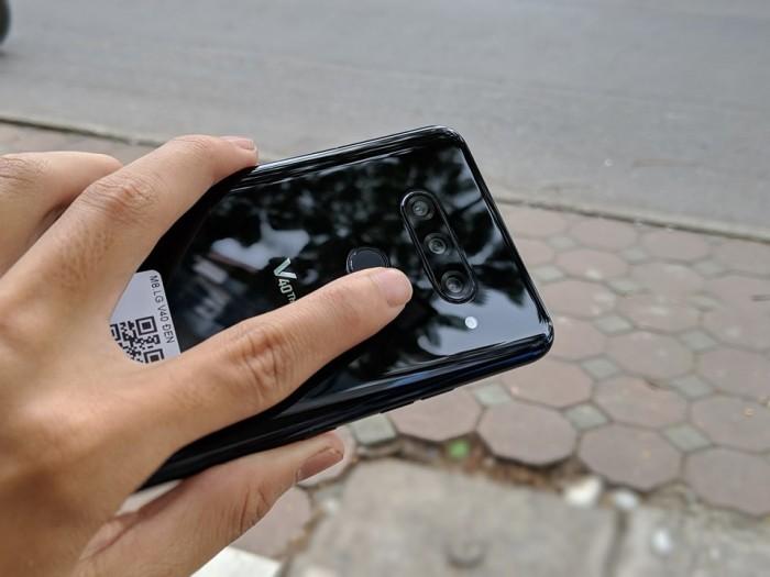 Điện thoại LG V40 ThinQ 64GB | Cấu hình mạnh - Tặng kèm đủ phụ kiện1